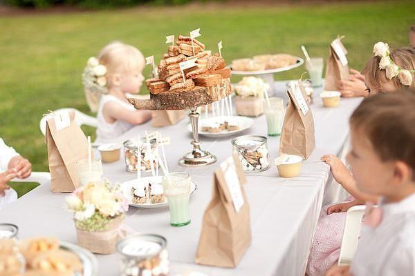 Детский столик на свадьбе