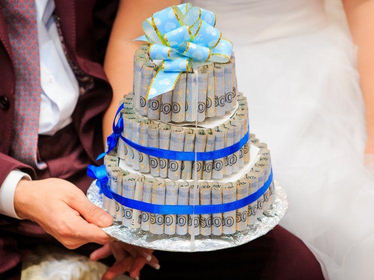 Как красиво подарить деньги на свадьбу?