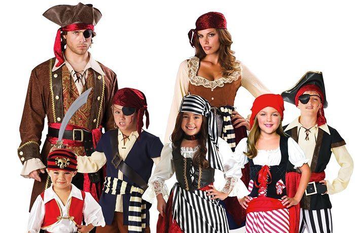 дети в пиратских костюмах